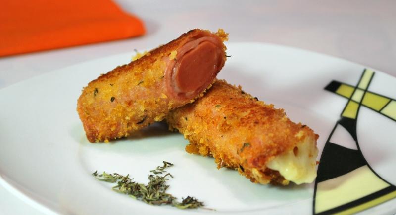 Salchichas con jamón y queso
